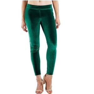 HUE Green Velvet Pull On Leggings